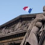 le-fronton-de-l-assemblee-nationale-a-paris